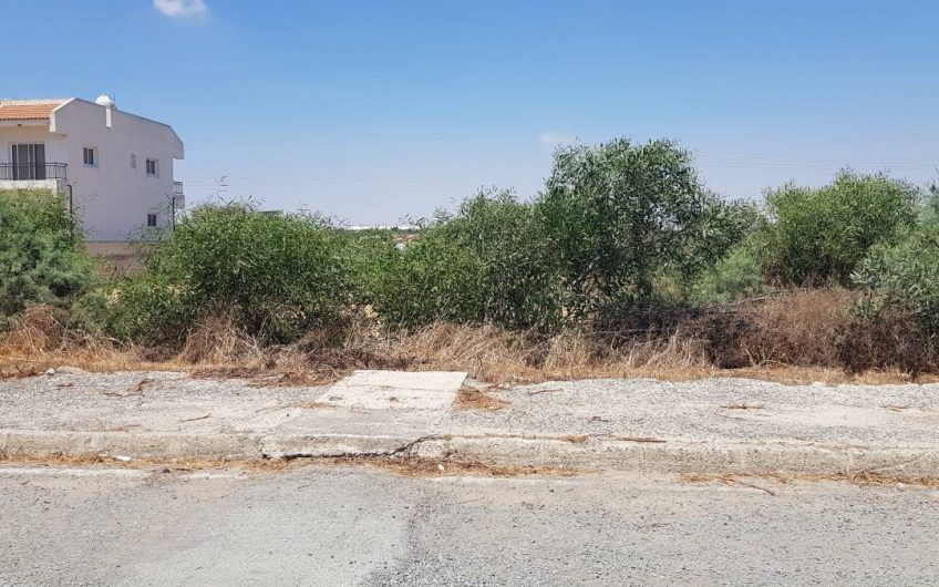 A nice resisential plot in Paralimni by the lakeside.